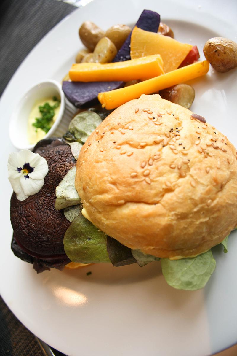 gentle gourmet café fameux burger vegan